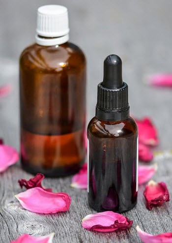 essentiell olja (två flaskor) som kan användas för att göra egen skäggolja